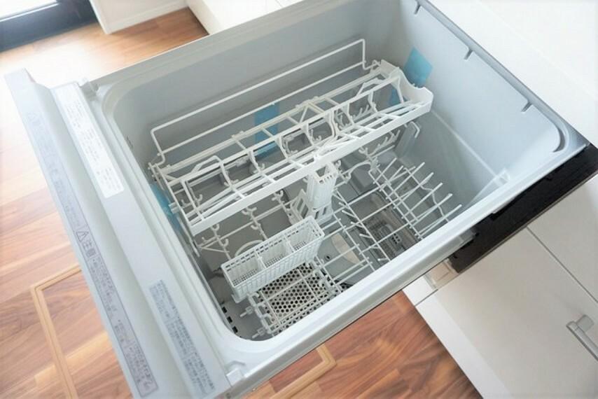 キッチン 家事の時間が短縮できる食器洗い乾燥機付きです。