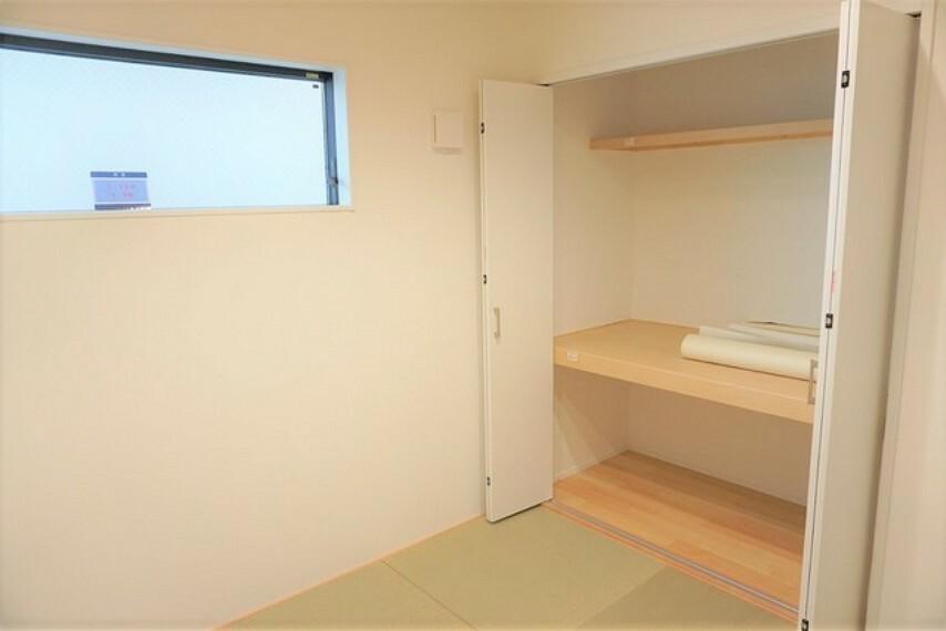 居間・リビング リビングからの続き間として和室をご用意しました。リビングとつなげて開放的なスペースとしてお使いいただけます。