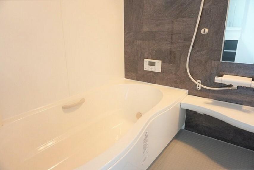 浴室 1坪サイズなので、ゆったりとご入浴ができます。浴室乾燥機付きです。