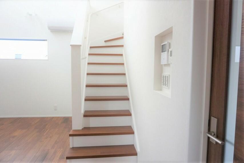 家族のコミュニケーションが増える「リビング階段」です。リビングにあることで明るい階段になりますね^^