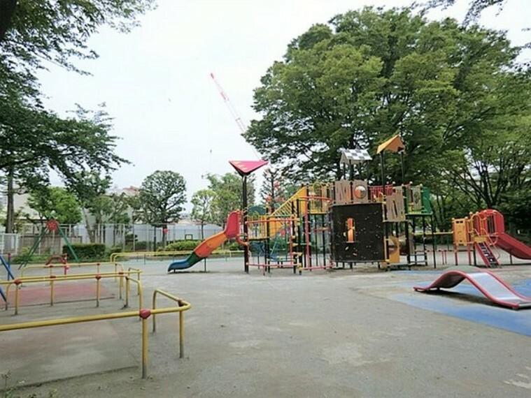 公園 大きい公園も近く、緑も感じられる住環境です。