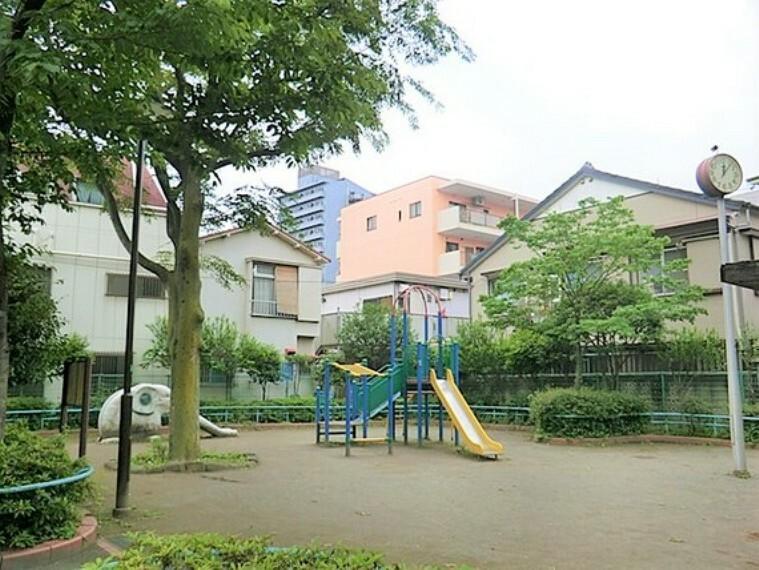 公園 お子様と一緒にのびのびと遊べる公園が多く点在しています。