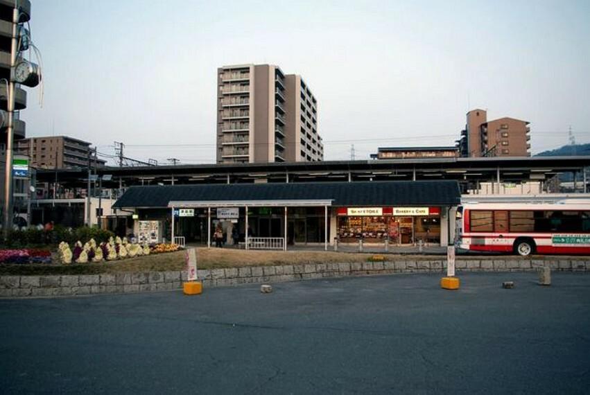 津田駅(JR 片町線) 京橋まで快速で約25分、京田辺まで約16分です。
