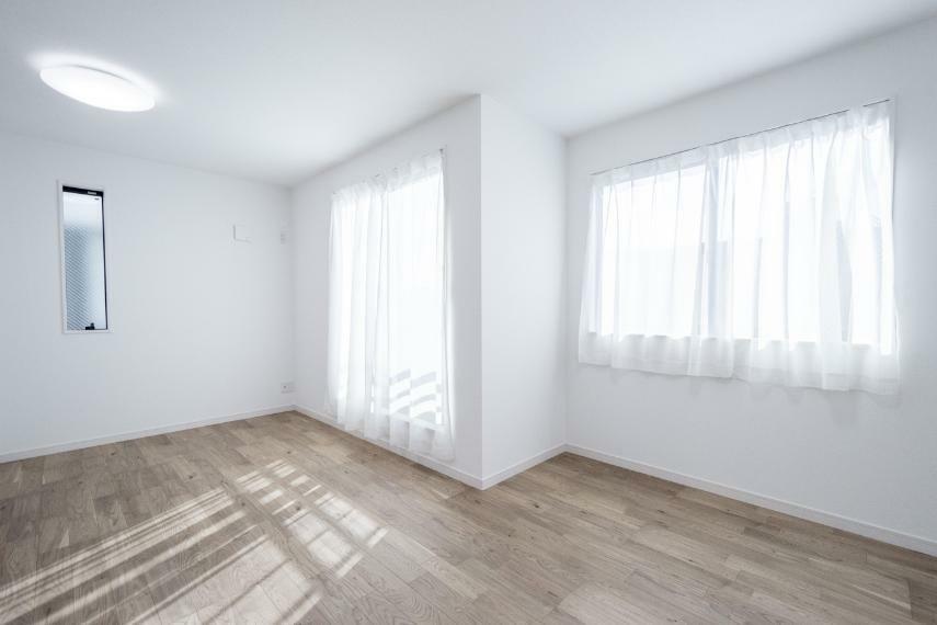 洋室 3階洋室10.0畳(2号棟/2020年11月撮影)