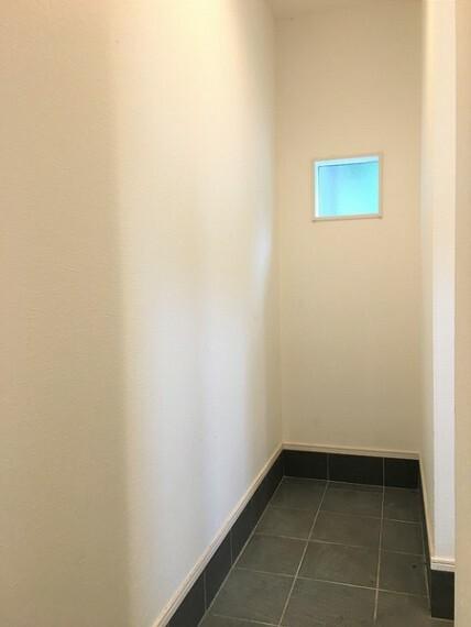 専用部・室内写真 便利な土間収納も付いています