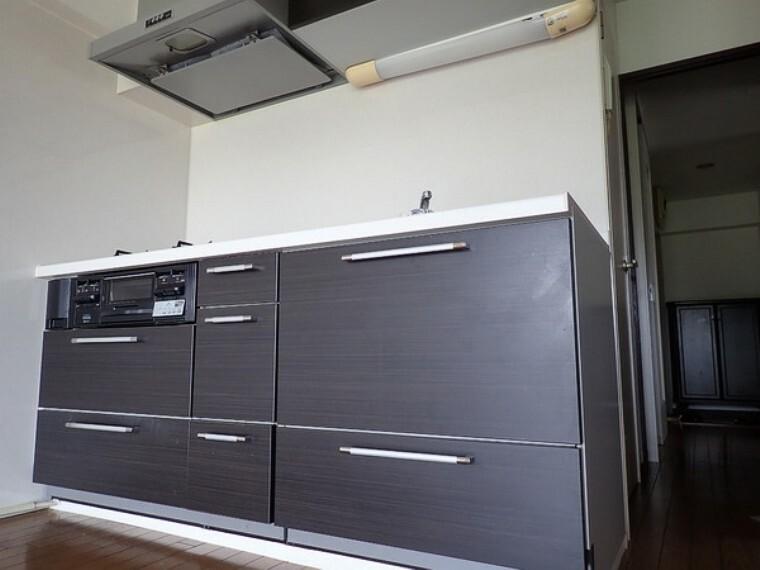 キッチン 収納もたっぷり頼もしいです!