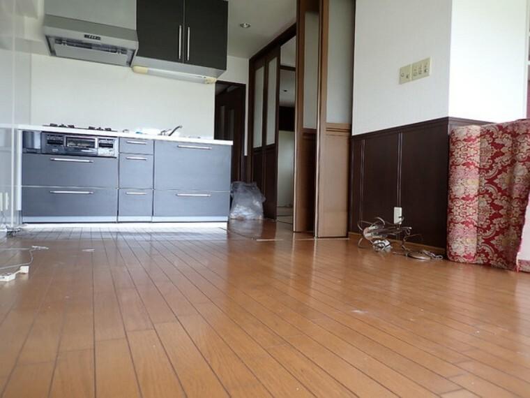 居間・リビング 扉は引戸や折り畳み式でお部屋を広く活用