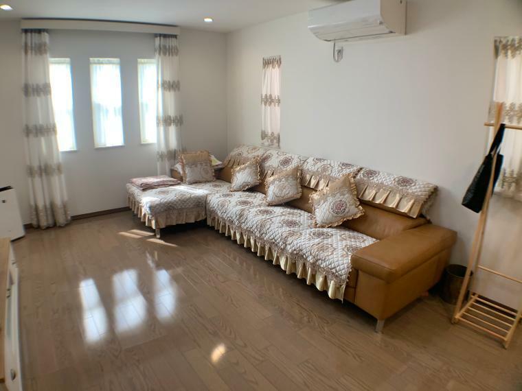 居間・リビング 23帖のLDK。扉で分離されており、客間使用としても優れた空間。