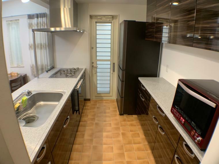 キッチン 調理がしやすく、容量もたっぷりのカップボード付キッチン。