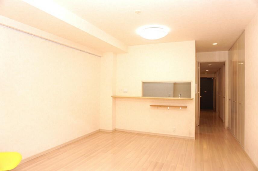 居間・リビング 廊下収納やトランクルームもあり収納充実です