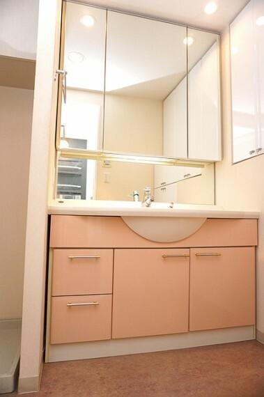 洗面化粧台 3面鏡の洗面化粧台