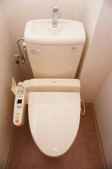 トイレ 温水洗浄便座付きのトイレ
