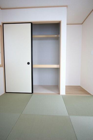 和室 押入れのある和室は寝室や客間として 大変便利にご利用頂けます。 (同仕様)