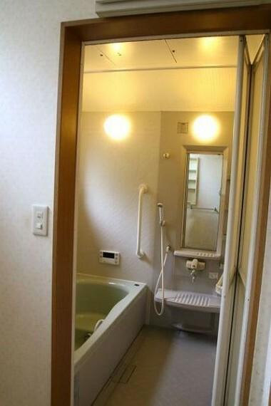 浴室 畳二帖分の広さがある空間ゆったりバスルーム。