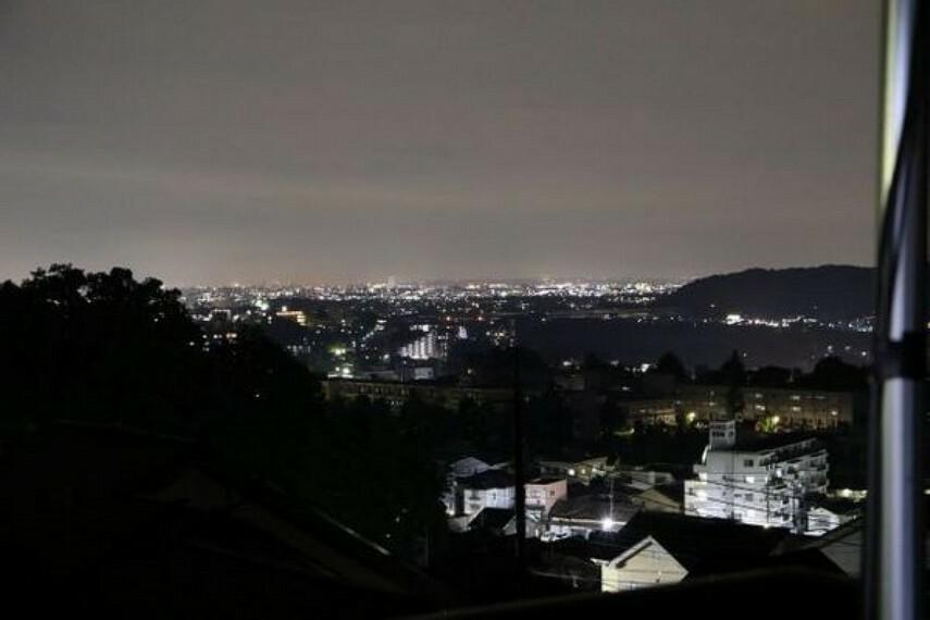 眺望 時間を変え、邸宅から見た夜景です。 町あかりがとてもきれい!!