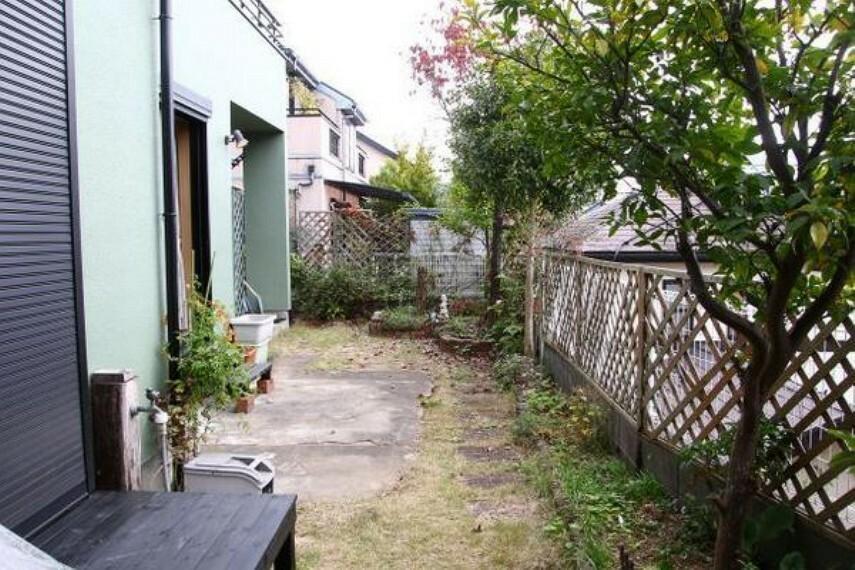 庭 たっぷりの日差しの下で、ガーデニングなどがお楽しみいただけます。
