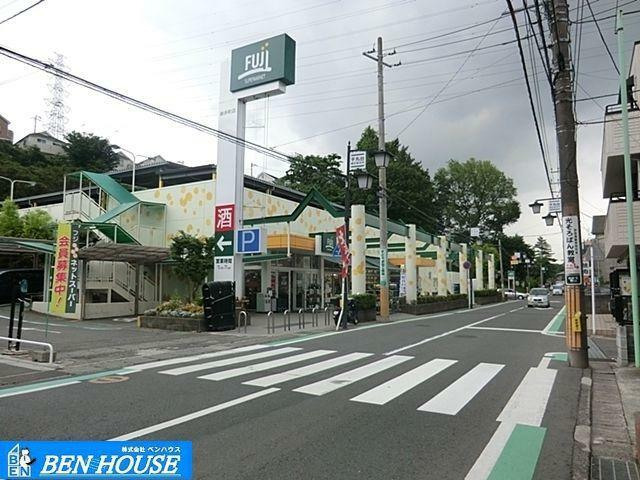 スーパー Fuji新井町店 徒歩13分。
