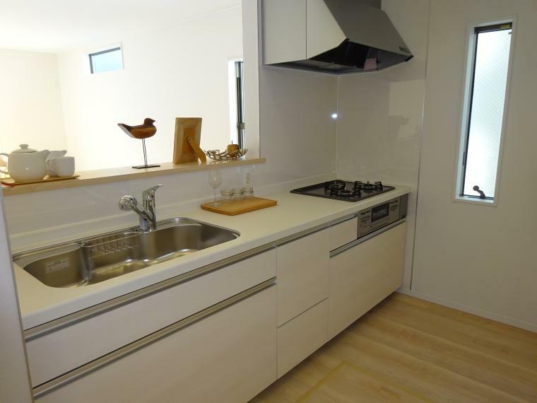 キッチン リビングが見渡せる使いやすい対面キッチン