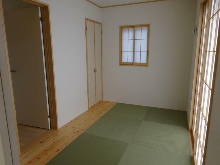 和室 約5帖の和室があります