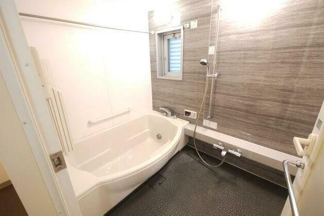浴室 ゆったりとした浴室。