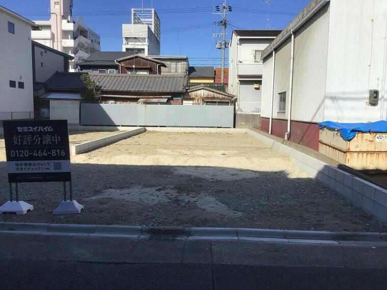 現況写真 【B号地】現地写真 車二台をきちんと駐車いただけます