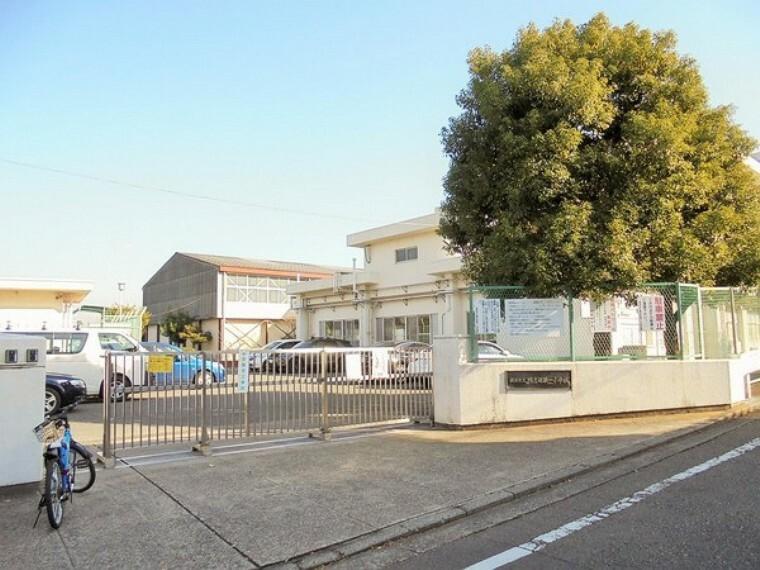 小学校 横浜市立鴨志田第一小学校 駅からは比較的離れた住宅街にあり、地域の方々にも支えられていて雰囲気は良いと思われます。