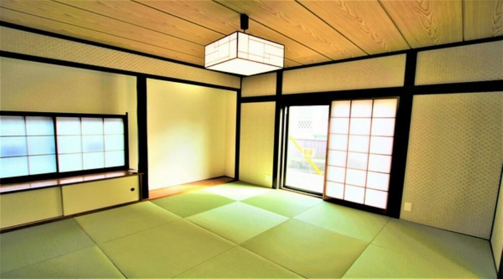 和室 休日には畳のうえでゴロゴロと、至福の一時。冬にはコタツにミカンでテレビ鑑賞。日本人にはあって嬉しいジャパニーズルームです。