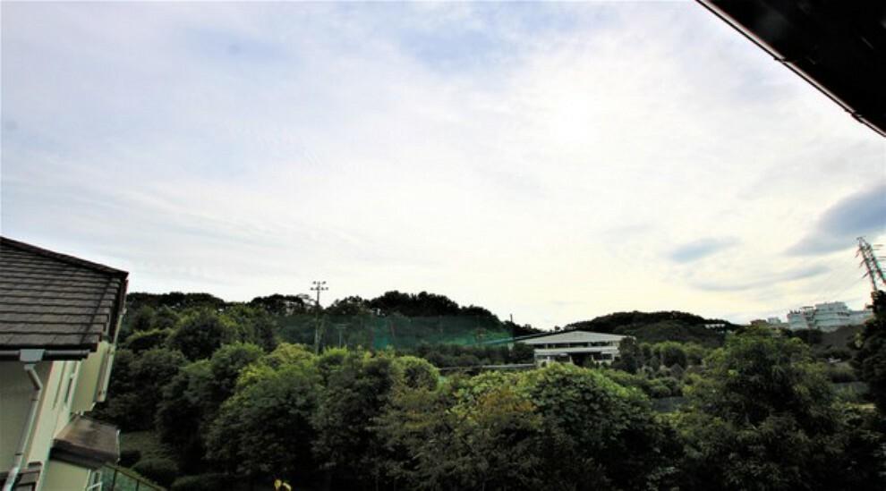 眺望 豊かな緑が爽やかな風を運んできます。