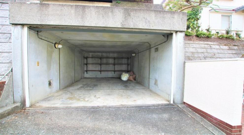 駐車場 雨の日も安心なビルトイン車庫。