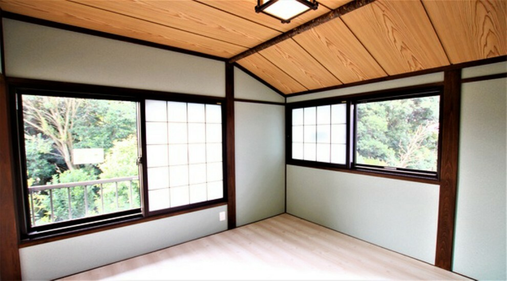 洋室 日当たりの良い、明るい居室。