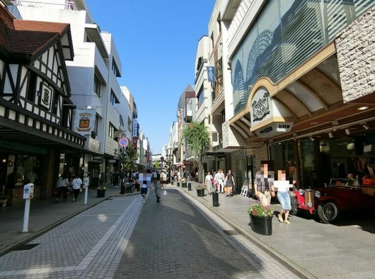 周辺の街並み 横浜元町商店街
