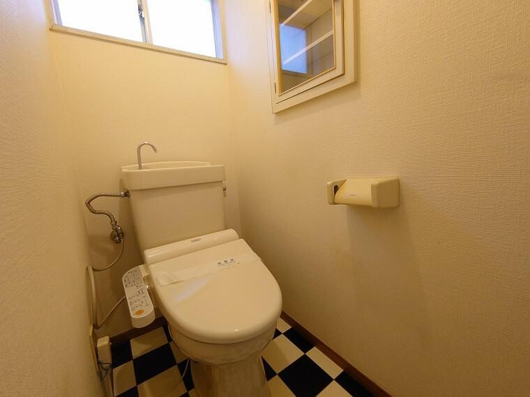 トイレ ウォシュレット完備です。