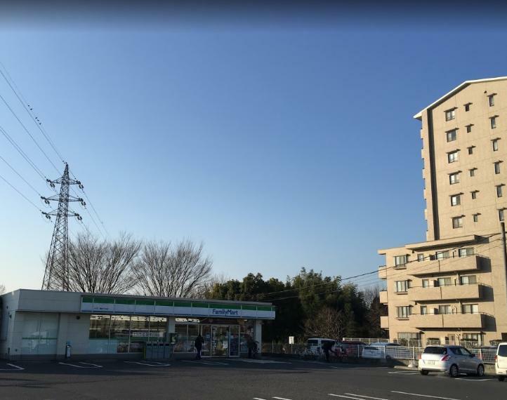 コンビニ ファミリーマート大宮三橋四丁目店