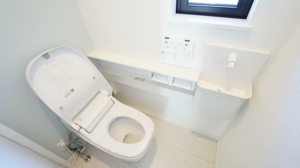 トイレ 節水効果のあるオシャレでスタイリッシュなタンクレストイレ!