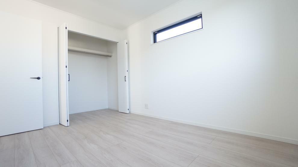 洋室 全居室収納スペース付で広々住空間!