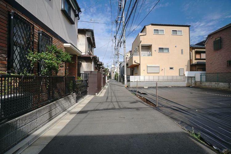 現況写真 とても荻窪駅3分とは思えないほど閑静な街並みです。交通量の少ない前面道路ですので小さなお子様がいらっしゃるご家族でも安心してお住まいになれます。