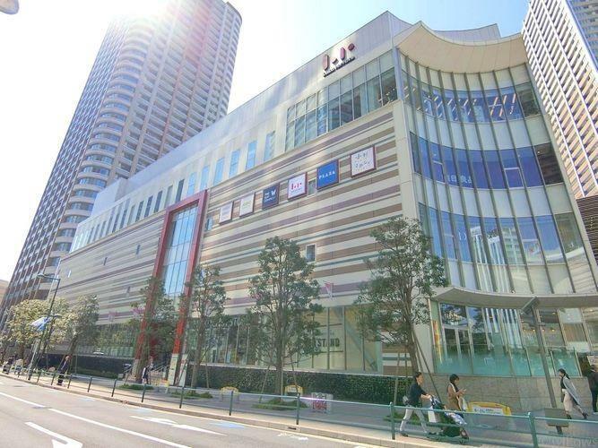 ショッピングセンター ジーユーららテラス武蔵小杉店 徒歩9分。