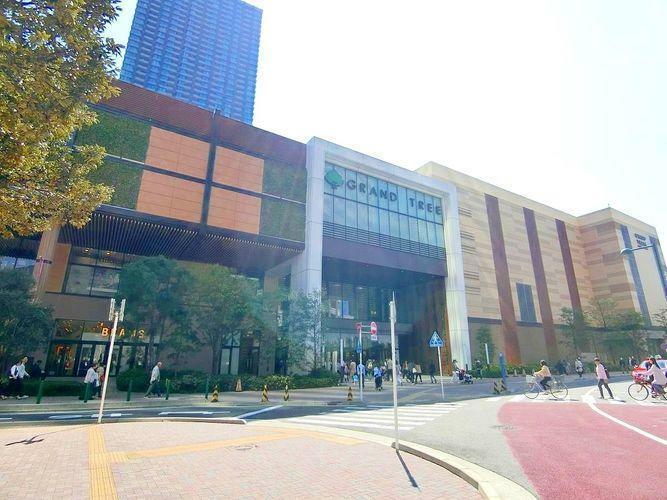 ショッピングセンター GRANDTREE MUSASHIKOSUGI 徒歩10分。