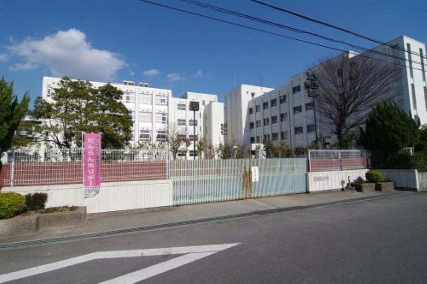 小学校 【小学校】伊丹市立鴻池小学校まで1015m