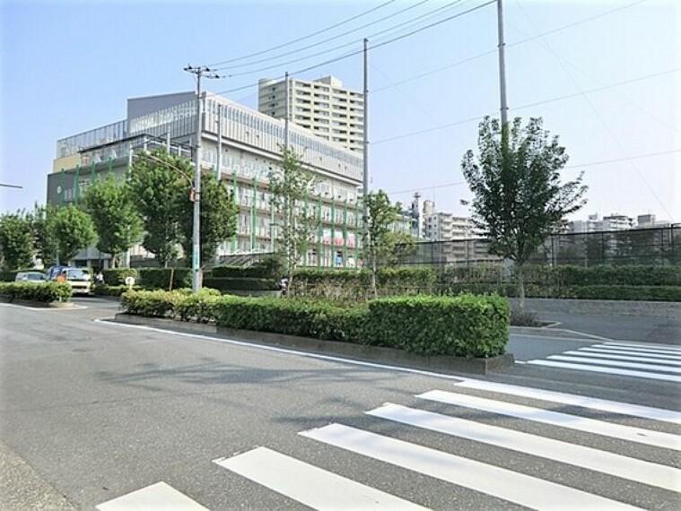 中学校 歩道が整備されており、安心して通学できます。
