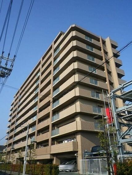 外観写真 平成14年築・11階建最上階のお部屋です