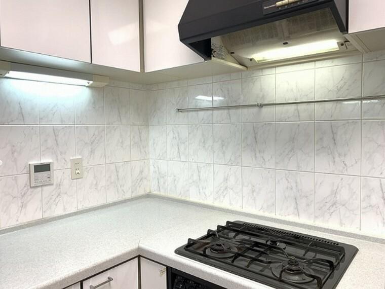キッチン 3口ガスコンロでお料理効率も良好です!