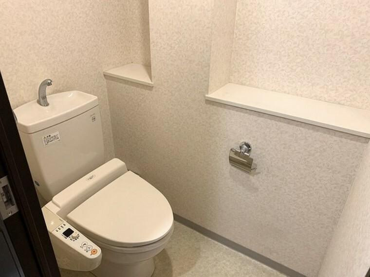トイレ 温水洗浄機能付きトイレ・嬉しいカウンター付