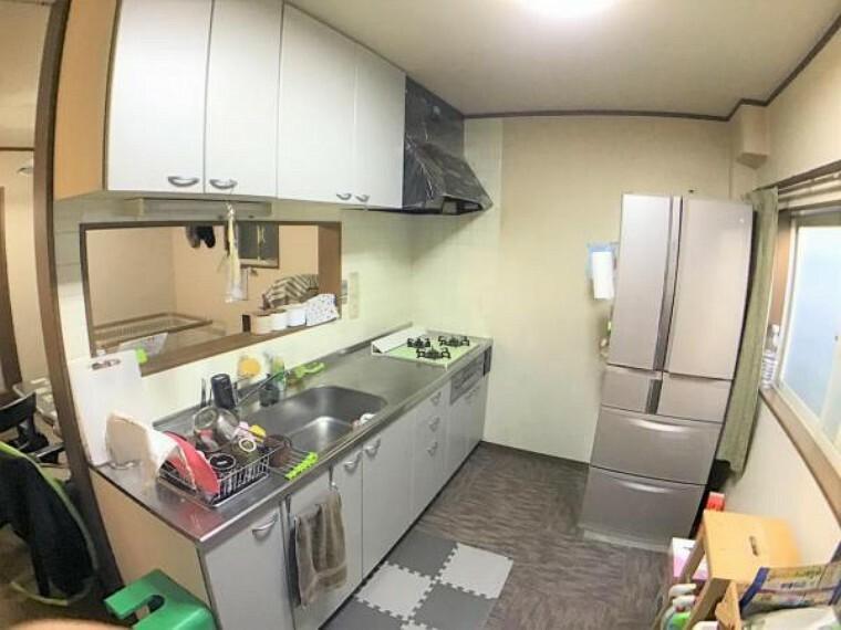 キッチン キッチン後ろにも広さを確保したので料理中もスムーズに動けます。
