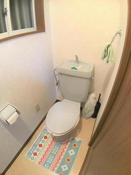 トイレ 1階のトイレスペースです。 ゆったり感のある広さなのでくつろげます。