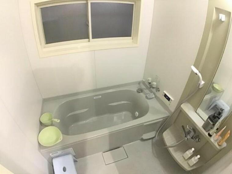 浴室 ゆったりとした浴室で一日の疲れを癒してください。