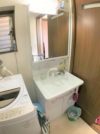 洗面化粧台 洗面スペースがゆったりしていると朝のお手入れもラクラクです。