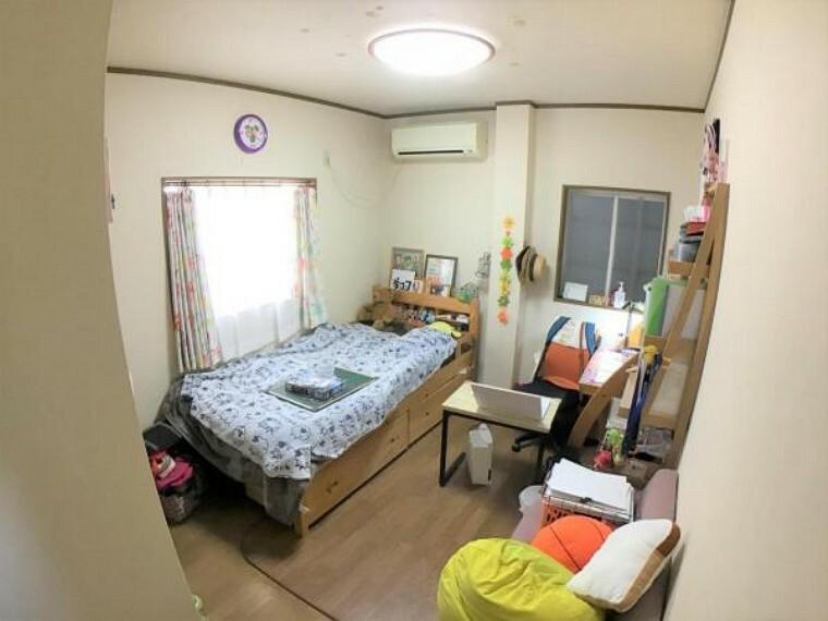 洋室 3階北側の洋室です。収納もタップリです。