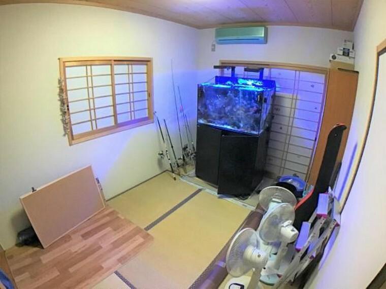 和室 1階和室は来客時のお部屋としても、日頃の趣味部屋としてもピッタリ。