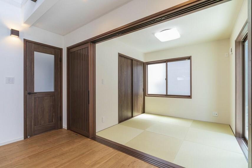 赤ちゃんがいるご家庭に嬉しい4.5帖の和室。冬に登場するコタツも置けますね!